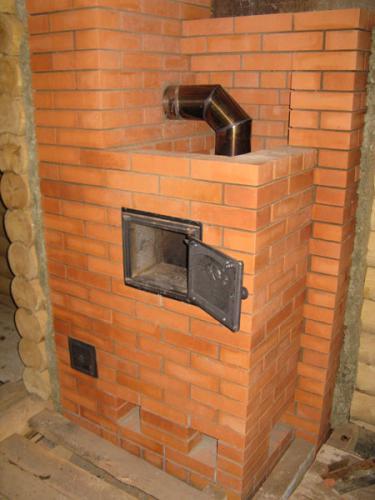 Первичной задачей банной печи (каменки) является создание контролируемого жаркого пара средством подачи воды на.